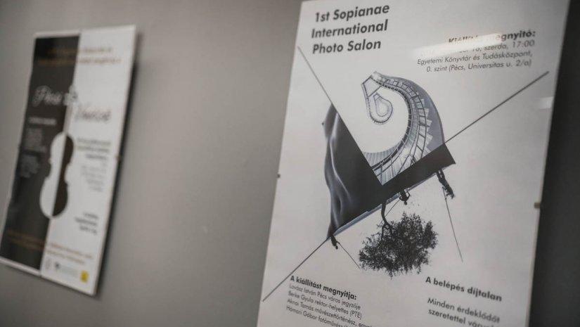 Posztmodern plakátkiállítás a Tudásközpontban