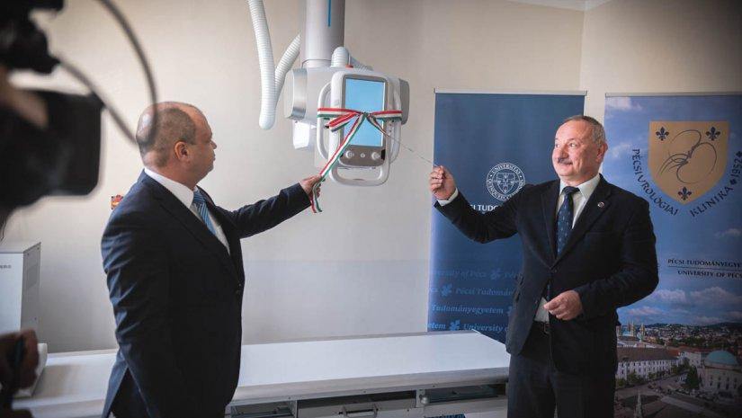 Új digitális röntgent adtak át a pécsi Urológiai Klinikán