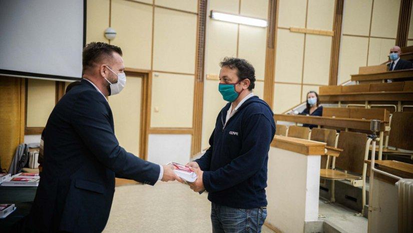 Tabletet nyert 47 baranyai egészségügyi dolgozó