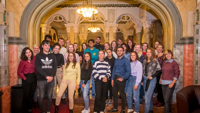 Közösségi kertet építenek a Pécs Summer School program résztvevői
