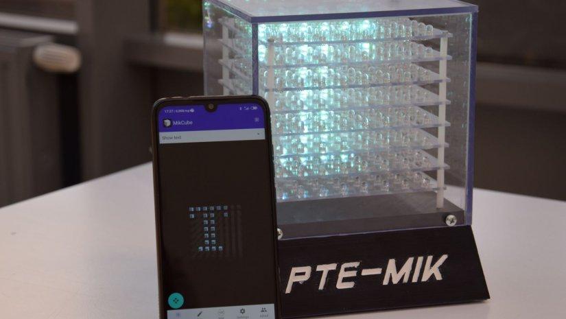 Középiskolások programozhatják a PTE műszaki karának egyedi LED-kockáját