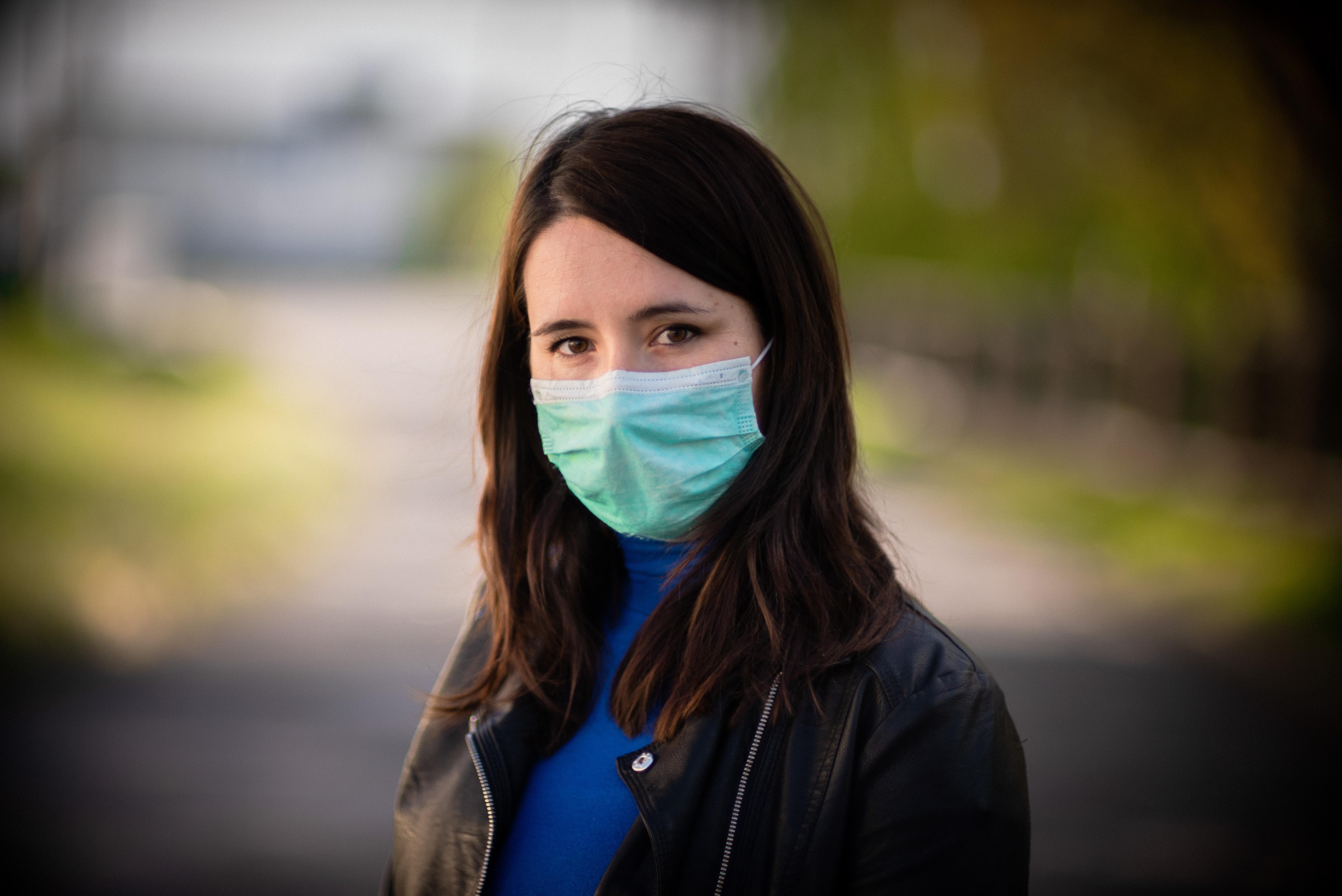 Miért viseljünk maszkot? – A PTE virológusa lerántja a leplet a tévhitekről