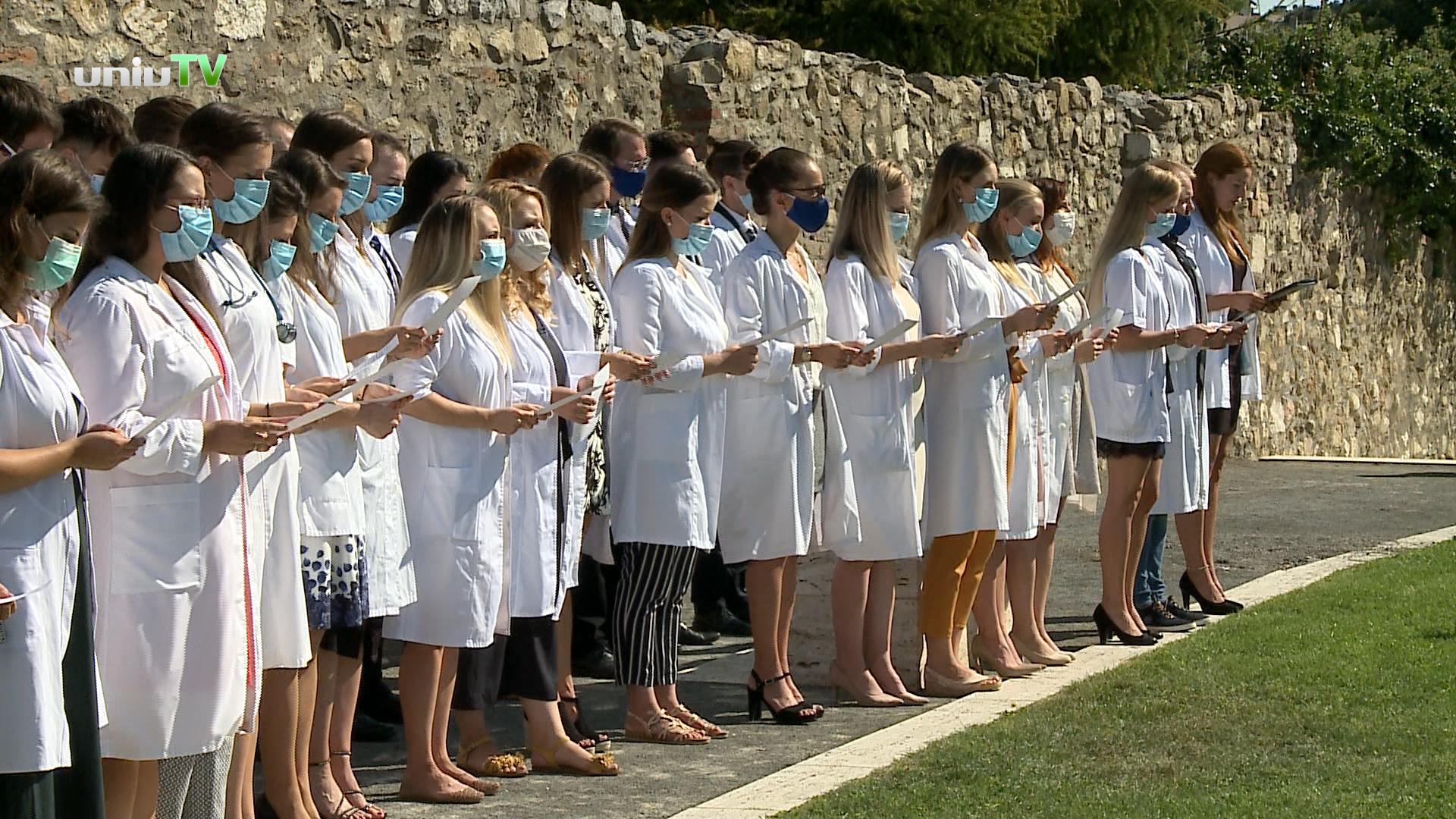 Önkéntes orvosi eskütétel koronavírus idején