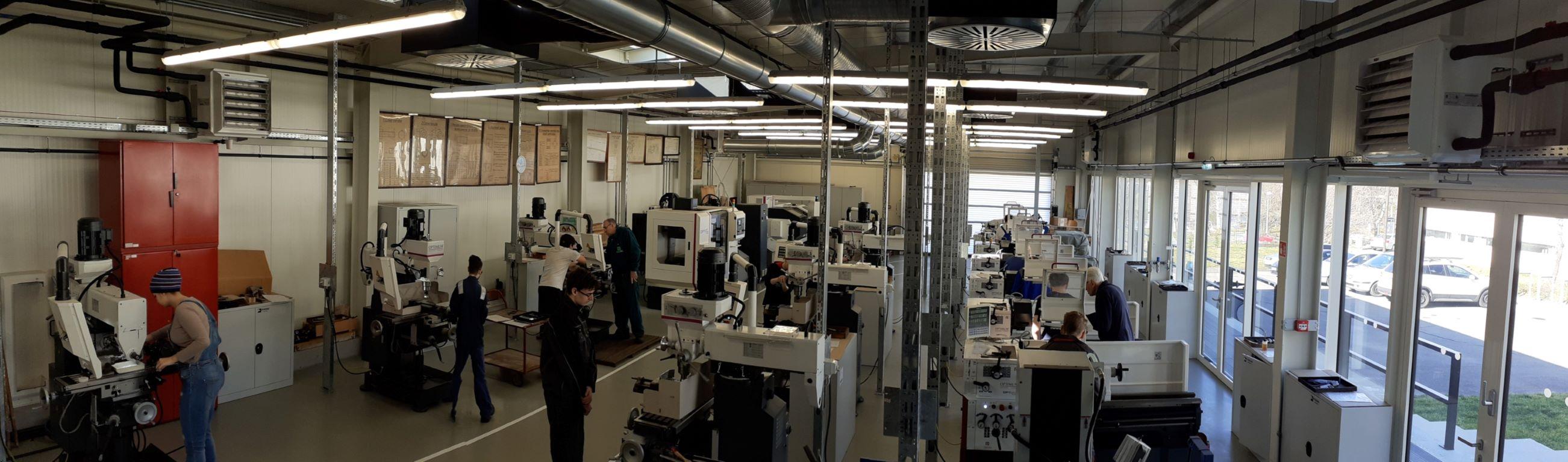 Szakmunkástanulók tanulhatnak a PTE MIK tanműhelyében